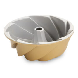 This Best-Selling Retro Bundt Pan Has Raked In the Most Amazon Reviews On the Market