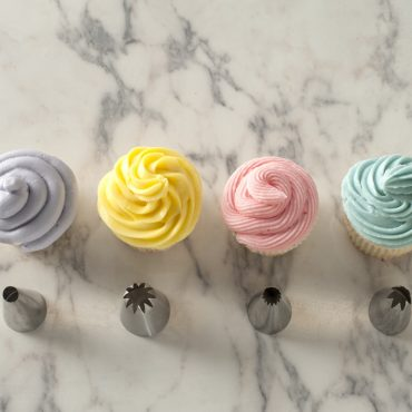 4 decorated cupcakes using each tip