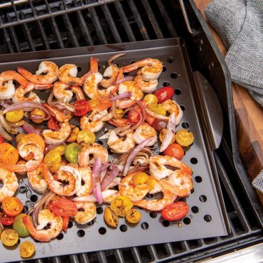 Grilled shrimp, vegetables on try on grill