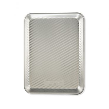 3-in-1 Grill Tray with diagonal embossed lines in pan.