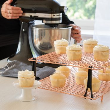 Cupcakes on stackable cooling grids