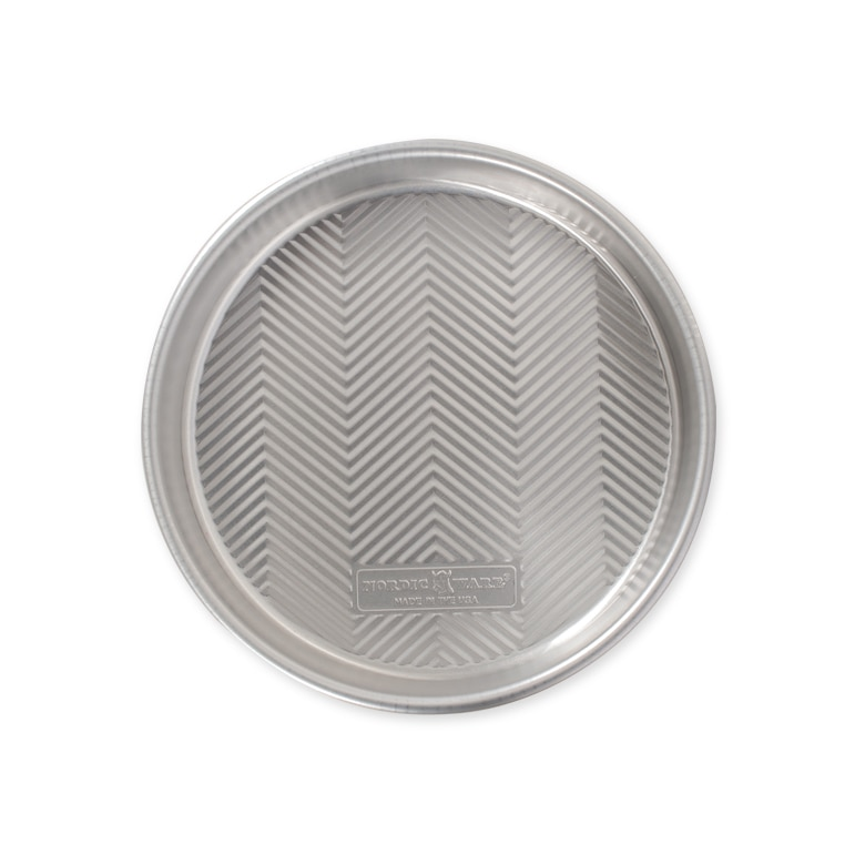"""Prism 9"""" Round Cake Pan"""
