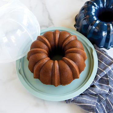Bundt® Pan with Translucent Cake Keeper