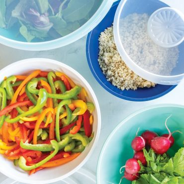 4 bowls each with salad ingredients, 2 lids