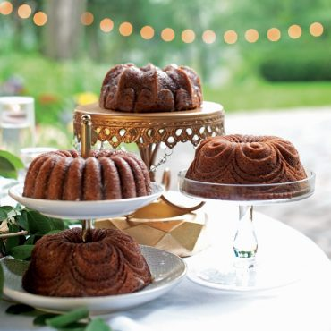 Side view Quartet designs on cake stands in outdoor party scene