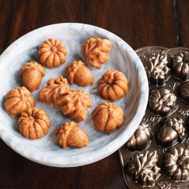 Autumn Delights Cakelet Pan