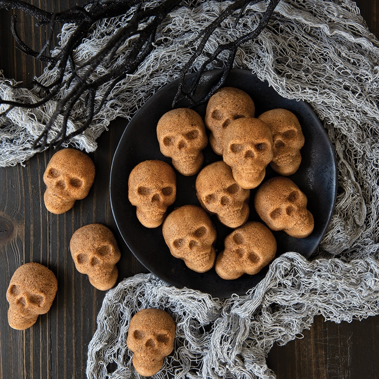Skull Bites Cakelet Pan