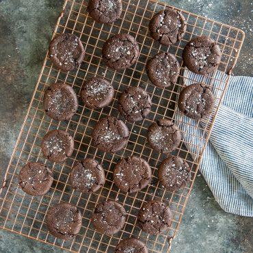 Baked chocolate cookies on grid