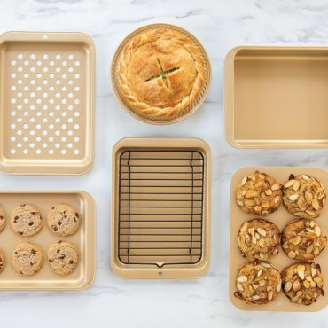 Nonstick Compact Ovenware collection with food