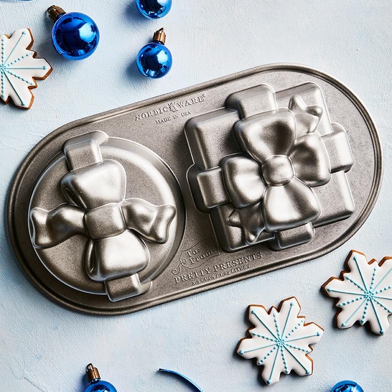 Pretty Presents Duet Pan