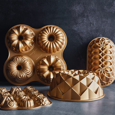 Jubilee Loaf Pan with other cast bakeware pans in group