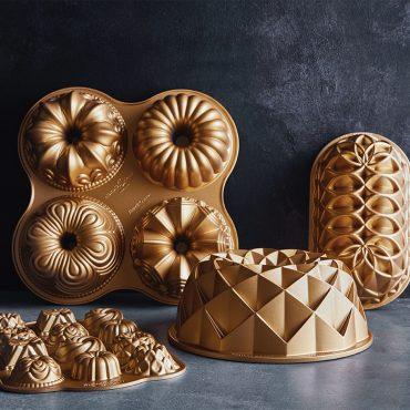 Bundt Quartet Pan with other cast bakeware pans in group