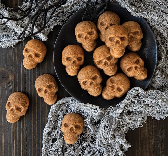 New Skull Bites Cakelet Pan