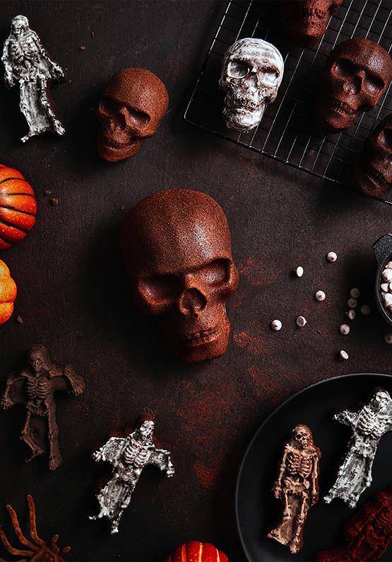 Haunted Skull Cakelet Pan